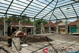 Lambat, pengerjaan pasar tradisional di Jembranaa