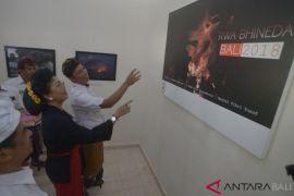 Putri Koster terkesan pameran foto ANTARA Bali