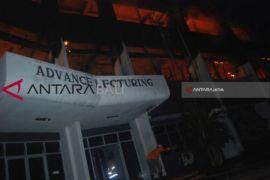 Gedung Universitas Darul Ulum Jombang Terbakar
