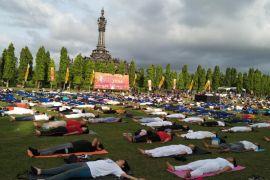 Ribuan warga Bali berbaur dalam Gita Yoga