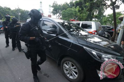 Three Suspected Terrorists Arrested in E Java