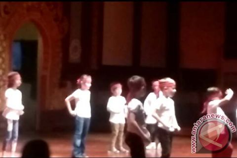 SIS Students Performed the Decades Dance (video)