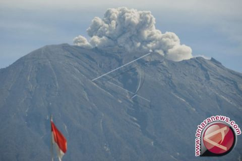 Mount Agung will not release hot clouds: Agency
