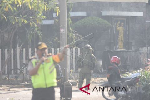 Bomb explodes in front of Surabaya Church, killing two people