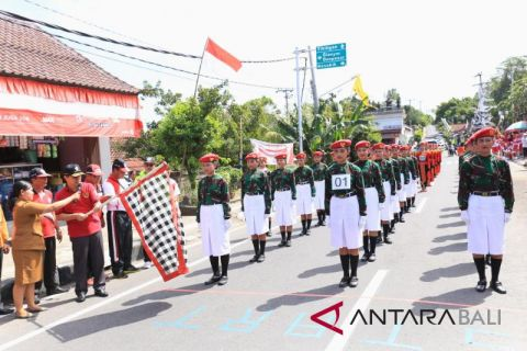 Bupati Suwirta lepas Gerak Jalan Indah Tingkat SMA/SMK Putri
