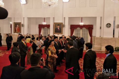 Presiden anugerahkan tanda kehormatan kepada delapan tokoh