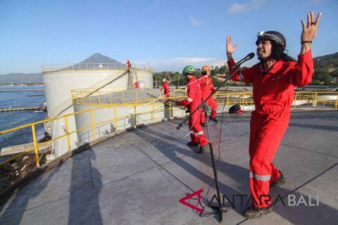 Aksi Greenpeace di kilang minyak sawit