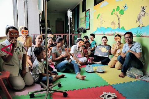 Relawan dongengi pasien anak RS Mangusada Mengwi-Badung