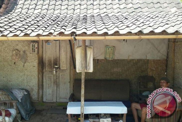 Mantan Kepala Dusun Miskin Ingin Bedah Rumah