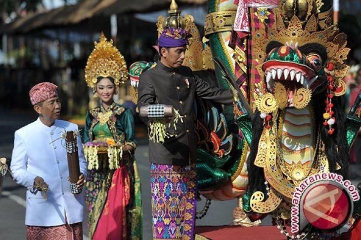 Presiden Jokowi naik mobil hias berkonsep