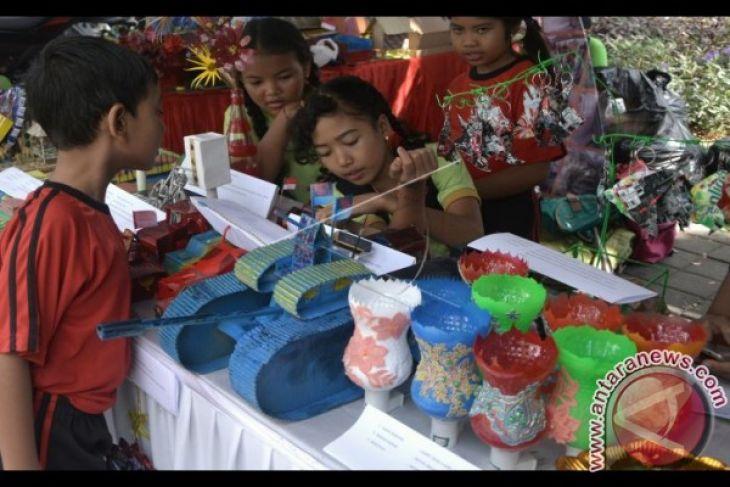 Puluhan anak Denpasar belajar seni mengolah sampah