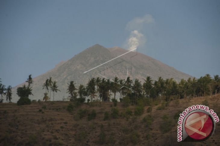 Aktivitas Kegempaan Gunung Agung Menurun