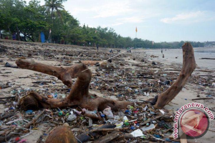 Darurat Sampah Pantai Kuta