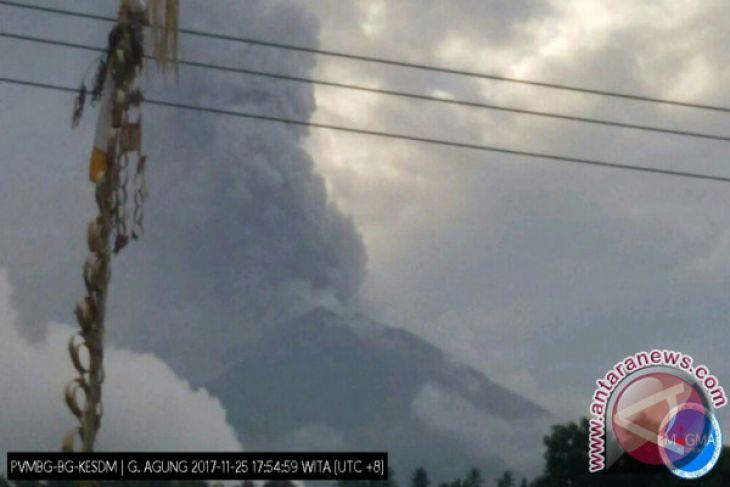 Abu Vulkanik Gunung Agung Belum Halangi Penerbangan