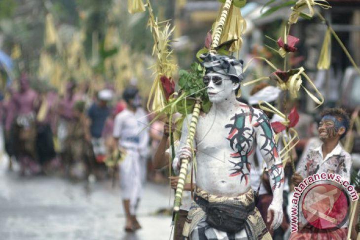Wisatawan Mancanegara Antusias Saksikan Tradisi Ngerebeg
