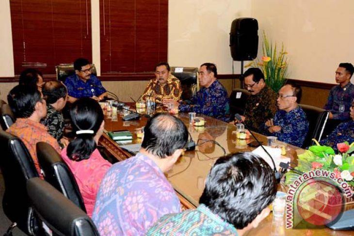 Pemprov Bali Serahkan Akademi Kebidanan kepada Kemenristekdikti