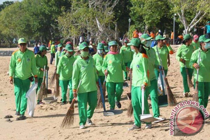 DLHK Badung bersihkan sampah Pantai Mengening