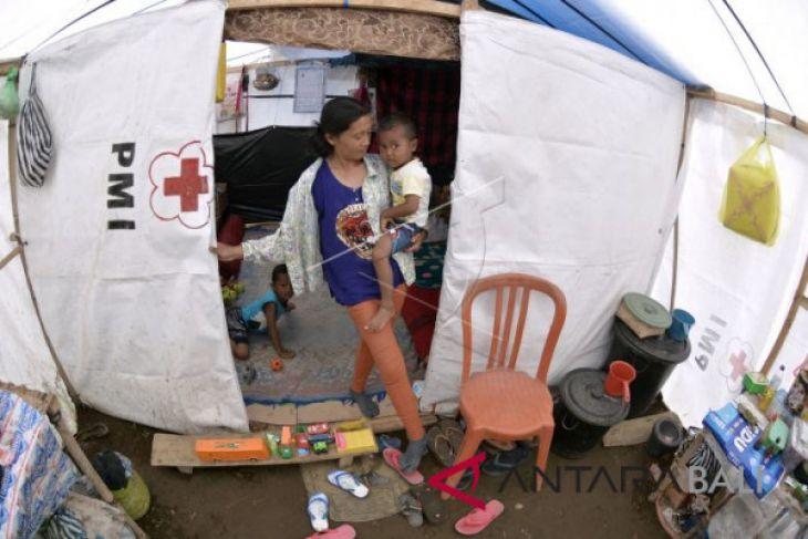 Status Turun, Pengungsi Gunung Agung tetap mengungsi