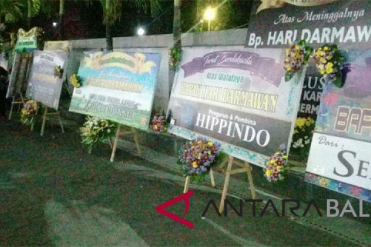 Di Bali, karangan bunga padati rumah duka Hari Darmawan