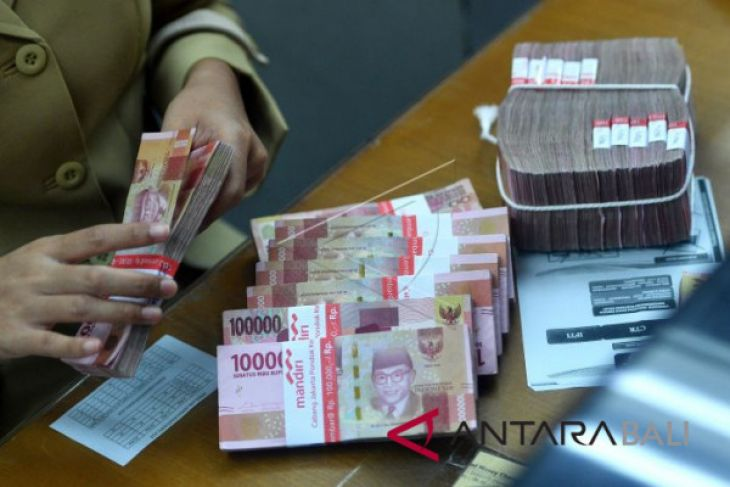 Senin, Rupiah menguat ke Rp13.764 per dolar AS