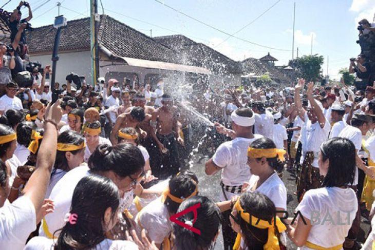 Wabup Badung apresiasi upaya bangkitkan tradisi 'Siat Yeh'