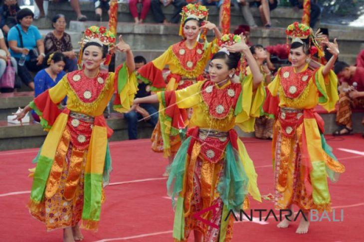 Ikuti PKB, seniman Tangerang Selatan promosikan pariwisata daerahnya