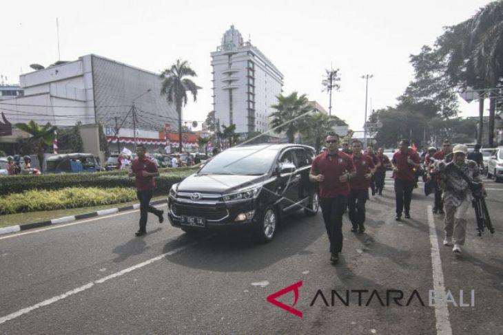 Rombongan pendukung Jokowi kenakan pakaian adat Bali