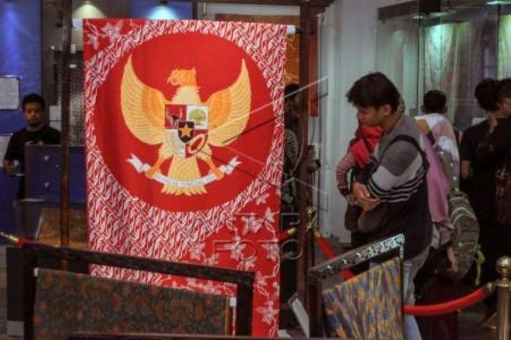 Batik lambang Garuda
