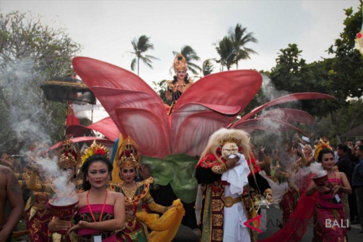 ISI Denpasar sukseskan pawai budaya IMF-WB