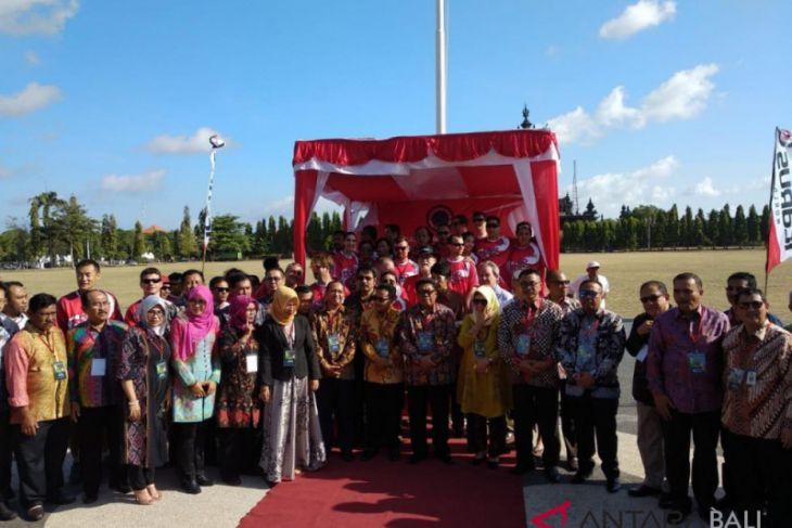 Puluhan penerjun meriahkan deklarasi taman wisata dunia