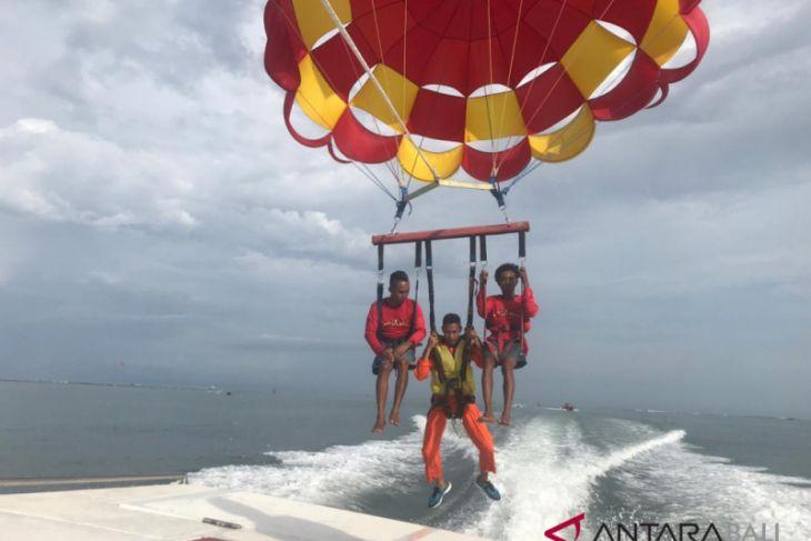 30 Penerbang Koopsau latihan parasailing di Bali