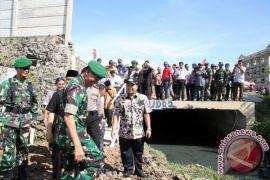 TNI Dilibatkan Bangun Jalan Penghubung Cipondoh - Jakarta