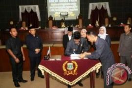 Gubernur Banten Hadiri Pengesahan Raperda LKPJ APBD 2014
