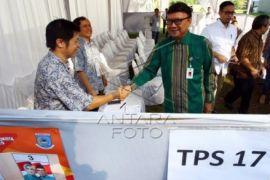Mendagri Pantau TPS Samping Rumah Airin