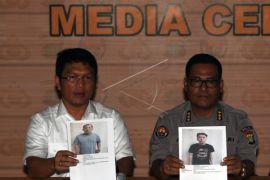 Polisi Periksa Tulang Belulang Di Lokasi Kebakaran