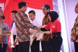 Alfamart Raih Penghargaan Dari Presiden Jokowi