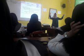 Peringati Hari Kartini Alfamart Gelar Program Mengajar