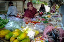 Lebak Pantau Sembako Di Pasar Tradisional