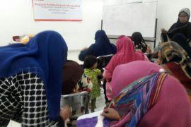 Alfamart Latih Ibu Rumah Tangga Memanfaatkan Limbah Kain