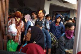 Arus Mudik - Penumpang Stasiun Rangkasbitung Tembus 27.000 Orang