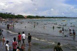 Pantai Sawarna Lebak Ramai Dipadati Wisatawan Lokal