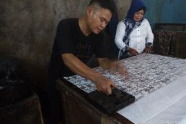 BUMN Hadir - Batik Chanting Pradana Berkembang Berkat PT Taspen