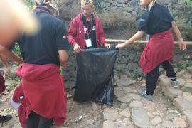 BUMN Hadir - Peserta SMN Peduli Keberasihan Kawasan Badui