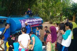 BPBD Distribusikan Air Bersih Untuk Empat Kecamatan