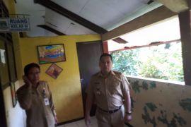 Arief Perintahkan Segera Perbaiki Gedung Sekolah Rusak