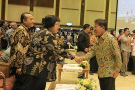 Kota Tangerang Raih Dua Penghargaan Program Kampung Iklim