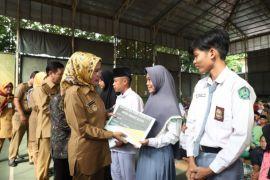 696 Siswa Kabupaten Serang Terima Beasiswa.