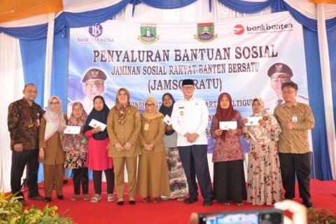 Gubernur Banten Salurkan Jamsosratu Bagi Warga Cilegon