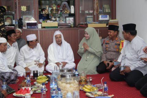 Bupati Pandelang Hadiri Khotmil Qur'an Dan Haul Abuya Sanusi
