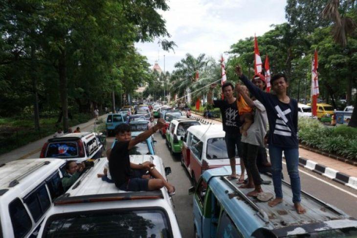 Ojek Online-Sopir Angkot Tangerang Sepakat Berdamai